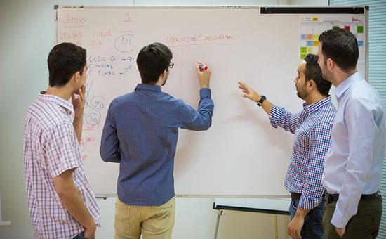 El equipo de tiThink resolviendo un problema